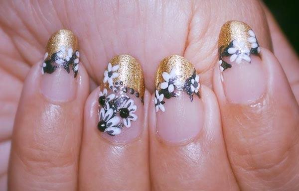 diseño de uñas a mano alzada acrilicas francesas