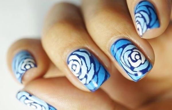 diseño de uñas a mano alzada rosas