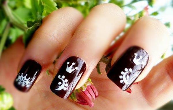 diseño de uñas a mano alzada sencillo