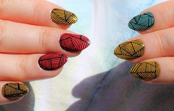diseño de uñas a la moda abstracta