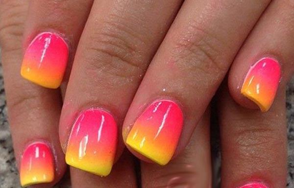 diseño de uñas a la moda en degrade