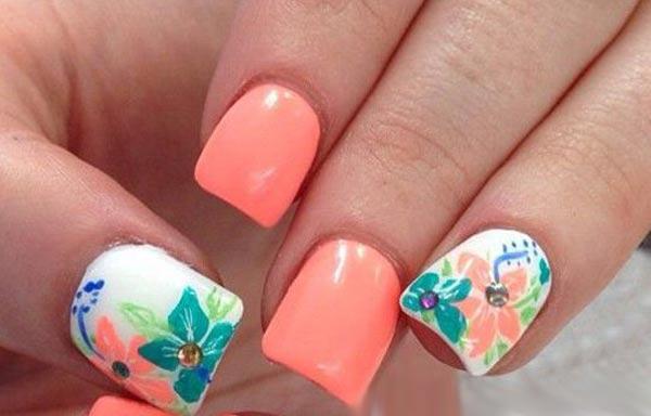 diseño de uñas a la moda joven