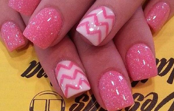 diseño de uñas a la moda rosa