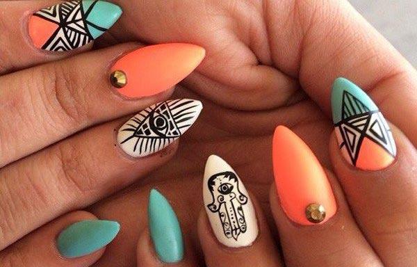 diseño de uñas a la moda tribal