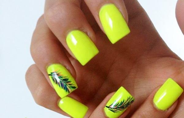diseño de uñas amarillo