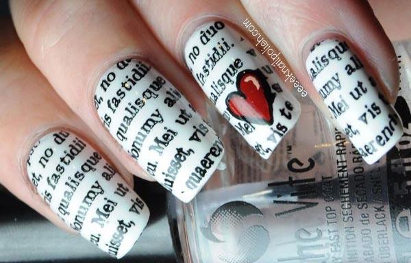 diseño de uñas con periodico y corazon