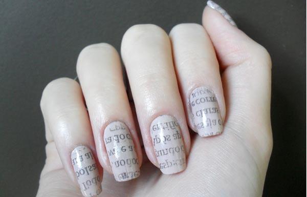 diseño de uñas con periodico nude
