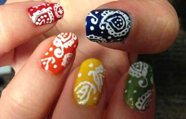 diseño de uñas pinceladas con formas