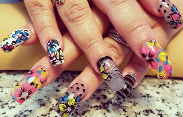 Diseños de uñas con rosas pegatina de colores
