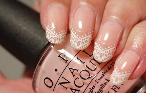 diseño de uñas con sello francesas