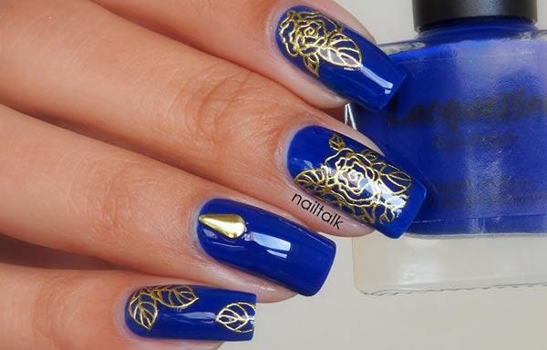 diseño de uñas con sello oro