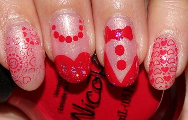diseño de uñas con sello rojo