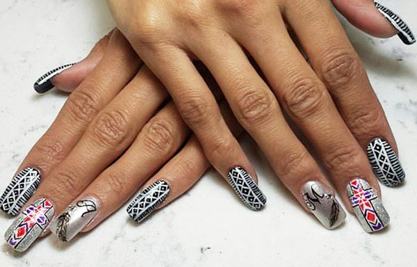 diseño de uñas tribales acrilicas