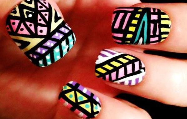diseño de uñas tribales africano