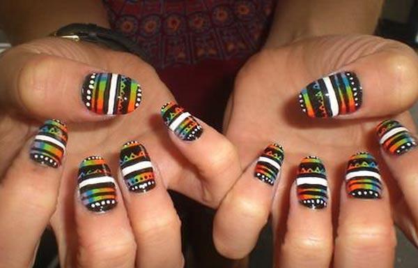 diseño de uñas tribales elegante