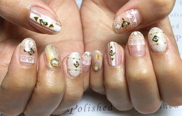 diseño de uñas tribales natural