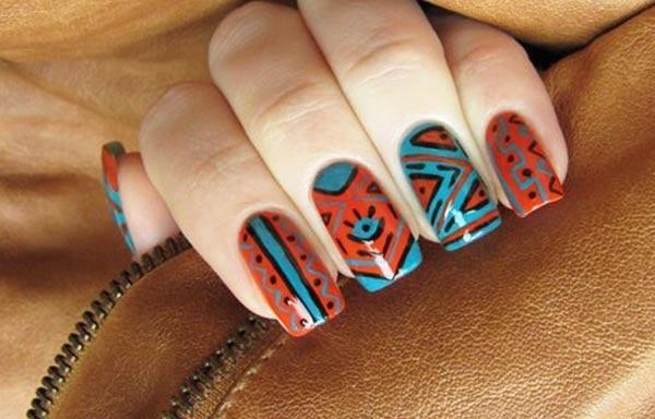 diseño de uñas tribales oscuras