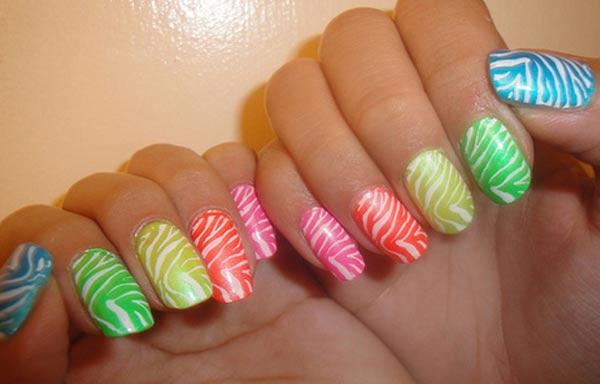 diseño de uñas animal print cebra colores