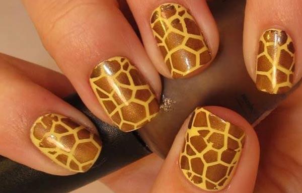 diseño de uñas animal print jirafa