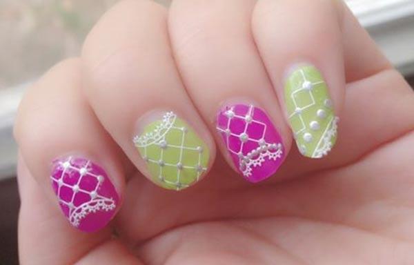 Diseños de uñas en colores claros