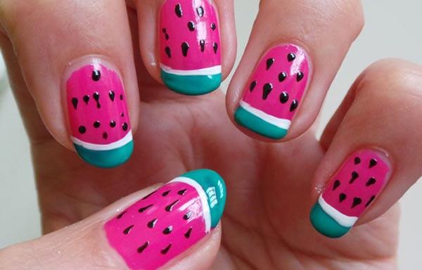 diseño de uñas colores fuertes