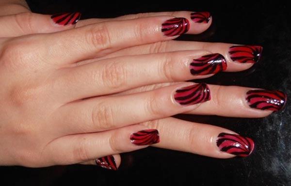 diseño de uñas colores oscuros