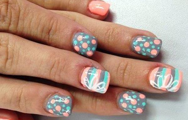 diseño de uñas colores tenues