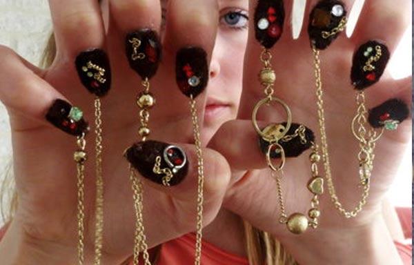 diseño de uñas góticas cadenas
