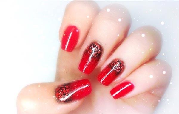 diseño de uñas góticas rojas