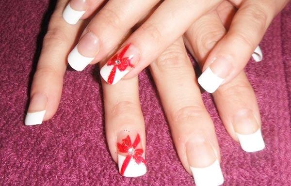 diseño de uñas con lazos francesas