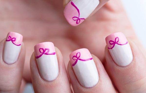 diseño de uñas con lazos simples