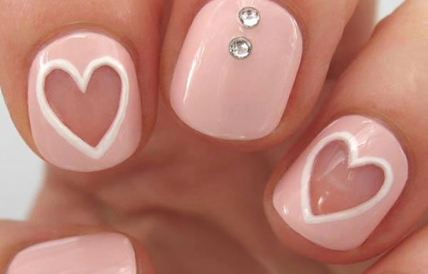 diseños para las uñas de las manos cortas con corazon