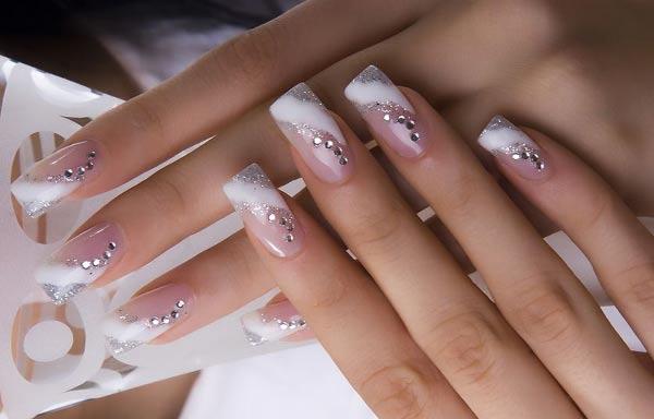 Diseños de uñas para novias con diamantes
