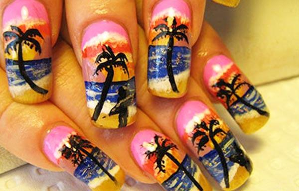 diseño de uñas para playa con palmeras