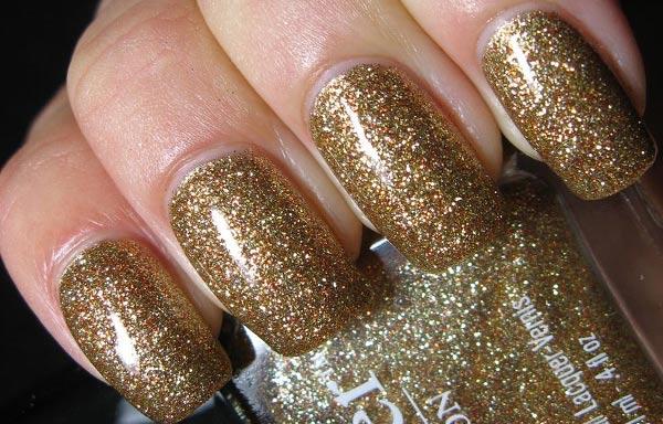 diseños de uñas con purpurina dorada