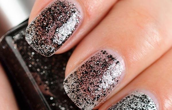 diseños de uñas con purpurina negra