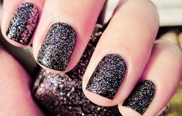 diseños de uñas con purpurina negro