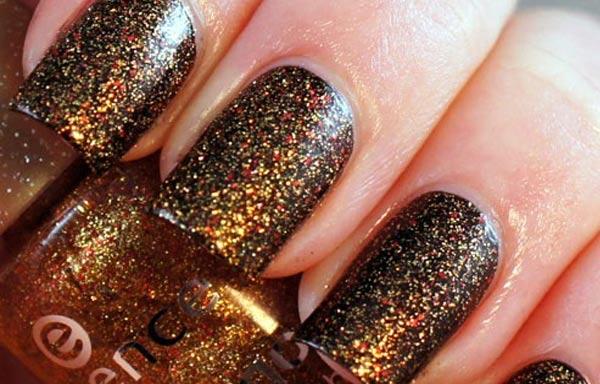 diseños de uñas con purpurina oro