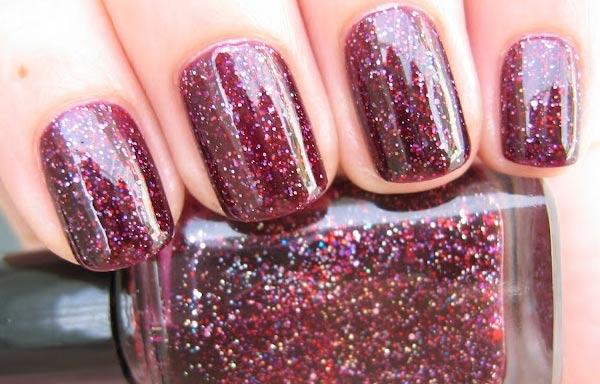 diseños de uñas con purpurina rojo oscuro
