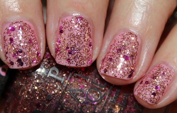 diseños de uñas con purpurina rosa