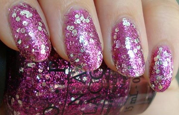 diseños de uñas con purpurina violeta