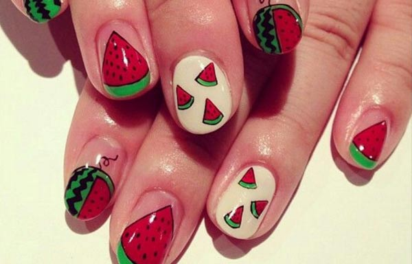 diseño de uñas de sandía a mano