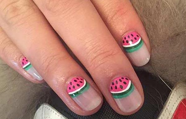 diseño de uñas de sandía en casa