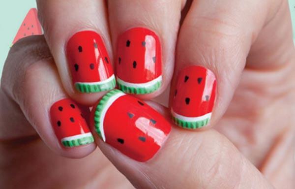 diseño de uñas de sandía sencillo