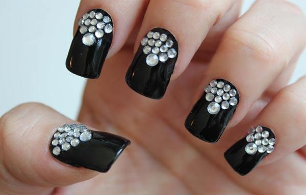 diseño de uñas para señoras con diamantes