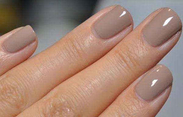 diseño uñas de señora con esmalte