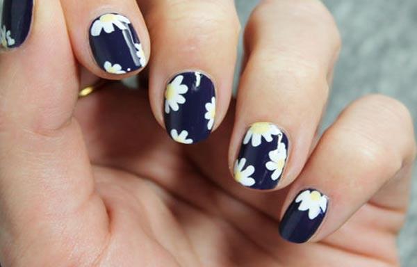 diseño de uñas para señoras con flores