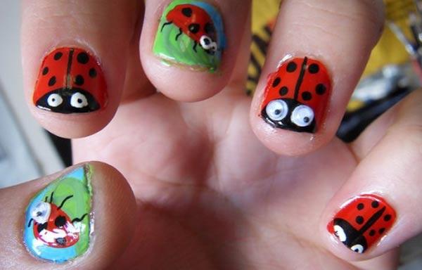 diseño de uñas de xv años con insectos