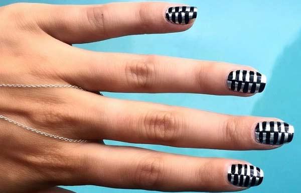 uñas decoradas color negro raya