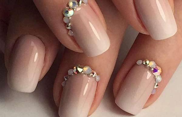uñas decoradas color nude piedras